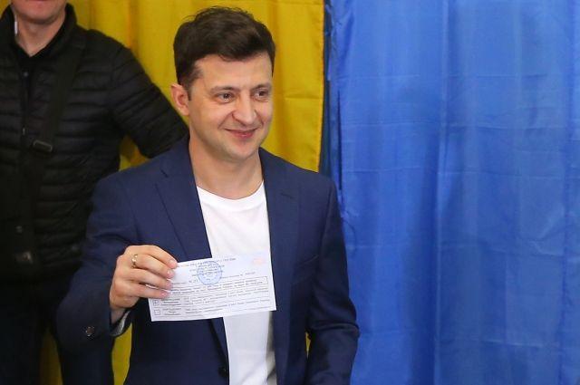 Зеленский проголосовал во втором туре выборов президента Украины