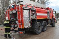 Пожарные в Тюмени тушили надворные постройки
