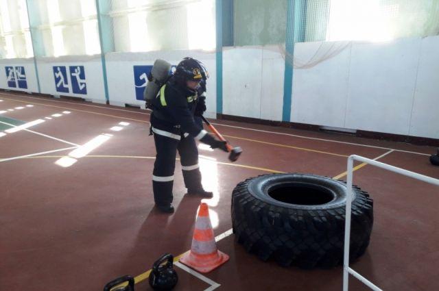 Команда Ноябрьска выиграла окружные соревнования по пожарному кроссфиту