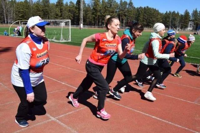 Дети бежали один км, женщины - два км, а мужчины - три км.