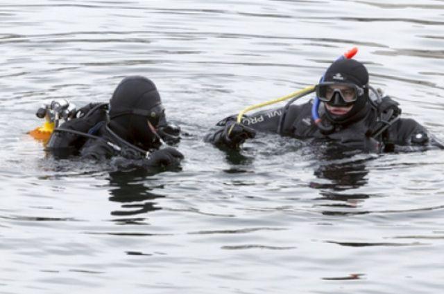 Спасатели-водолазы Куйбышевского поисково-спасательного отряда продолжают поиски пропавших мужчин.