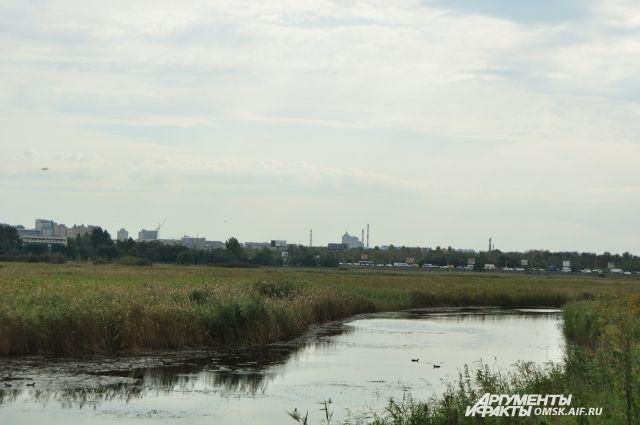 Природный парк располагается на левом берегу Иртыша.