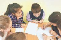 Ученики из 199 школы не торопятся уходить домой после уроков.