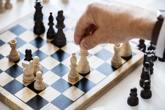 В шахматный клуб библиотеки № 186 по субботам приходят желающие поиграть.