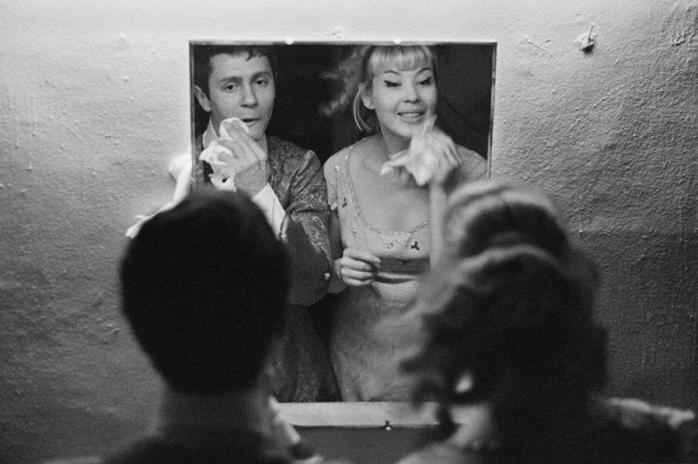 Нина Шацкая в сцене из спектакля «Тартюф» французского драматурга Жана-Батиста Мольера.