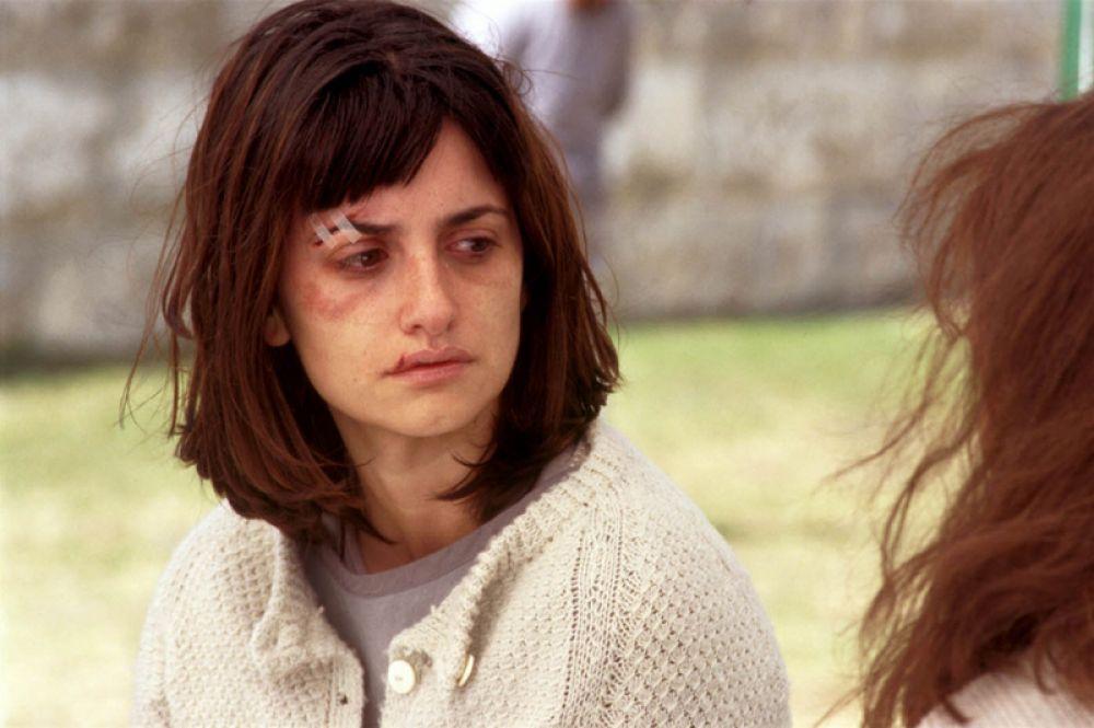 В триллере Матье Кассовица «Готика» Пенелопа Крус сыграла роль пациентки психиатрической клиники.
