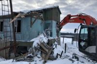 На Ямале сносят заброшенный поселок вахтовиков на берегу Карского моря