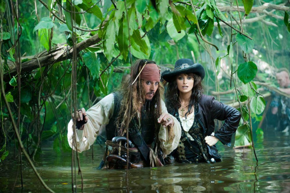 В 2011 году приняла участие в съемках своего самого крупного голливудского приключенческого фильма «Пираты Карибского моря: На странных берегах», где вновь сотрудничала с Робом Маршаллом. Для роли Анжелики, любовницы Джека Воробья, актриса два месяца обучалась фехтованию.