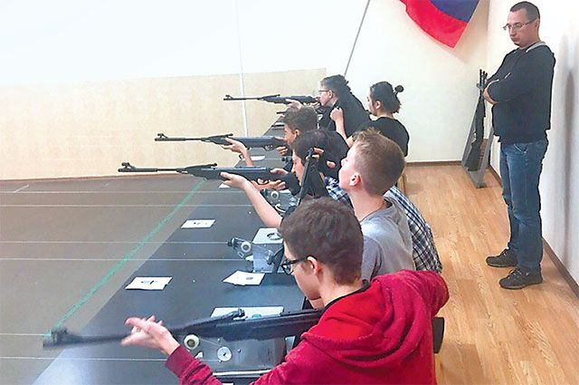 Учиться стрелять в «Каскаде» хотят все.