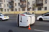 Серьезное ДТП в Киеве: столкнулись автомобили, есть пострадавшие