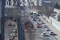 Автобус намеревался повернуть направо, тот же маневр начал водитель грузовика.
