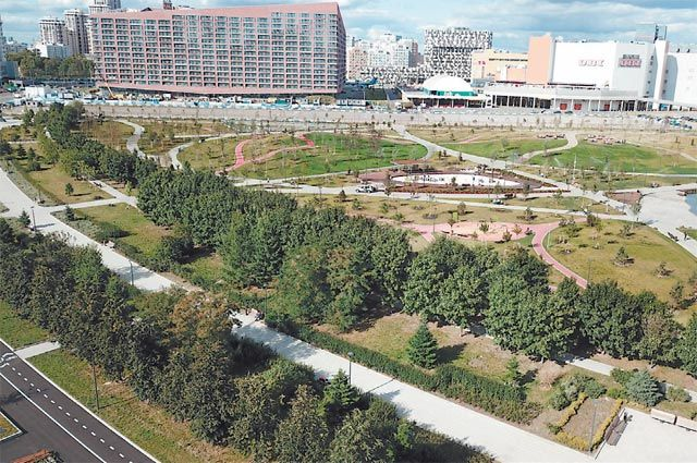 Вид с квадрокоптера на парк «Ходынское поле» на севере Москвы.