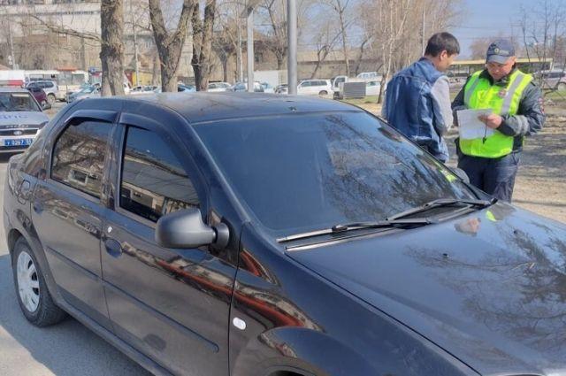 Тонировку с транспортного средства нарушителей удаляют прямо на месте