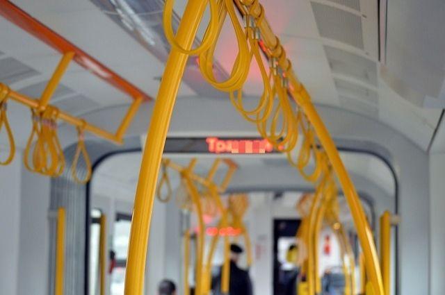 80-летняя пассажирка получила травмы при движении троллейбуса от остановки