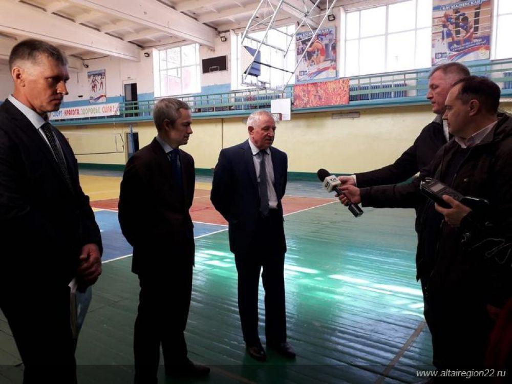 По итогам переговоров, спортивным  учреждениям Камня-на-Оби выделят  350 тысяч рублей на покупку спортинвентаря.