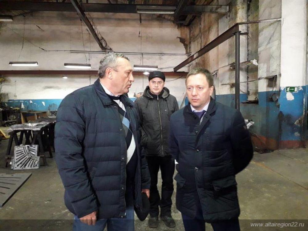 В рамках поездки заместитель председателя правительства Алтайского края Павел Дитятев побывал на старейшем предприятии района  - Каменском металлозаводе.