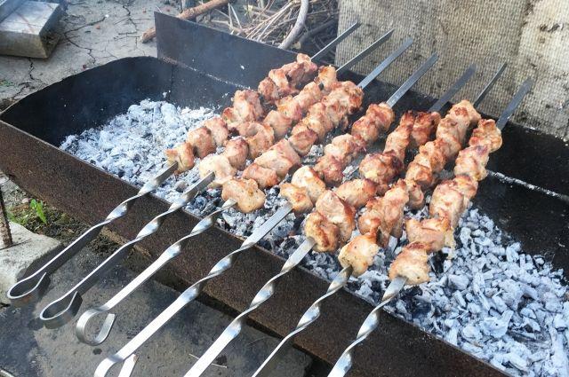 В Омске пожарные разрешили жарить шашлыки на дачах во время праздников