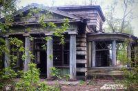 Дачу Владимира Рассушина в Усолье отстояли (фото вверху) , но большинство памятников имеют куда более печальный вид.