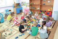 Многие группы в детских садах переуплотнены.