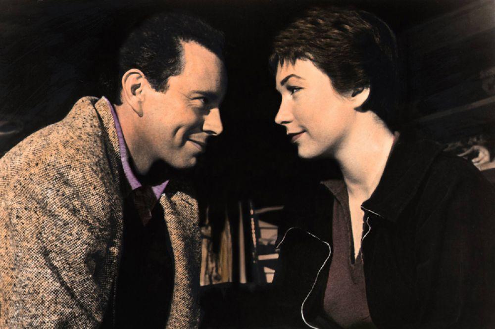 За свою первую роль в комедийном детективе Альфреда Хичкока «Неприятности с Гарри» она удостоилась премии «Золотой глобус» в номинации «Лучший актерский дебют».