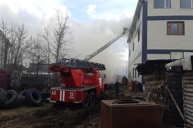 Под Тюменью горели три жилых дома