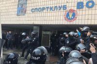 В Киеве неизвестные пытались захватить детский спорткоплекс Восход