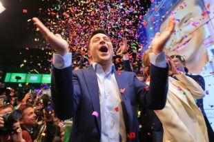 Победа на выборах с огромным перевесом придаёт Зеленскому уверенности.