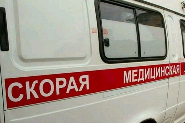 Женщину осмотрели медики скорой помощи