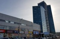В ГУ МЧС по Новосибирской области сообщили, что здание МФК было проверено, в итоге ничего обнаружено не было.