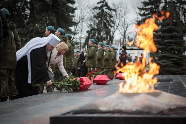 Торжественная церемония перезахоронения останков воинов, погибших в годы Великой Отечественной войны.