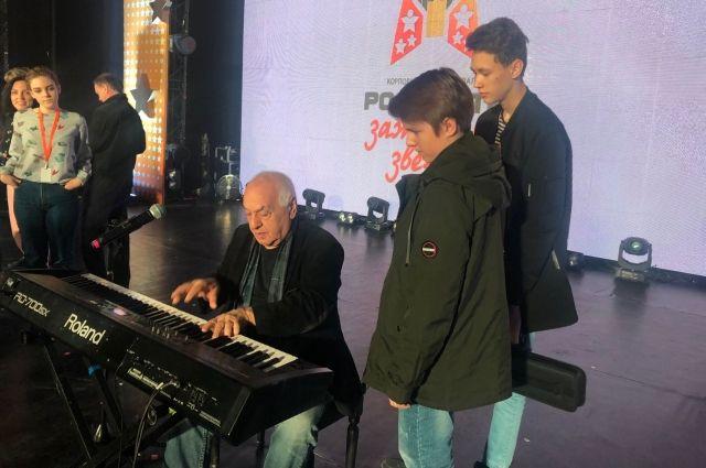 Председателем жюри уже традиционно стал народный артист России Левон Оганезов.