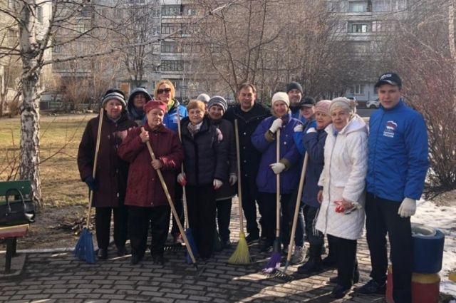 В Новосибирске прошла первая этой весной общественная уборка города