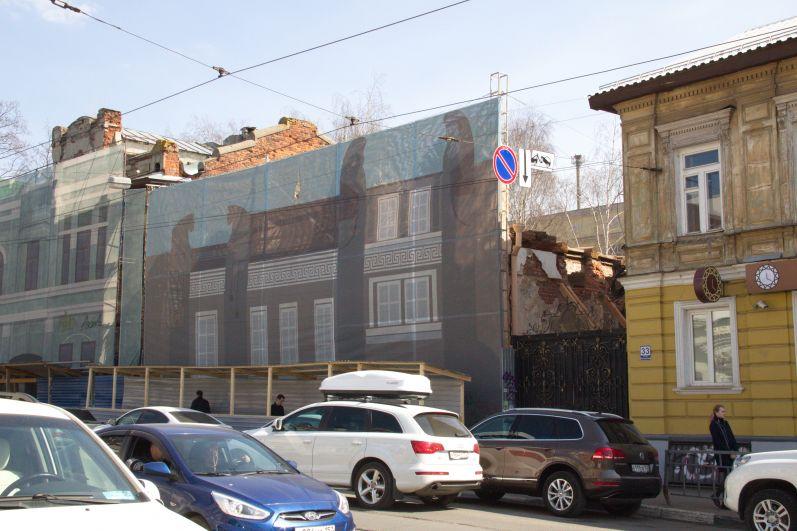 Исторический фасад со знаменитыми фигурами и уникальной дверью будет полностью сохранен.
