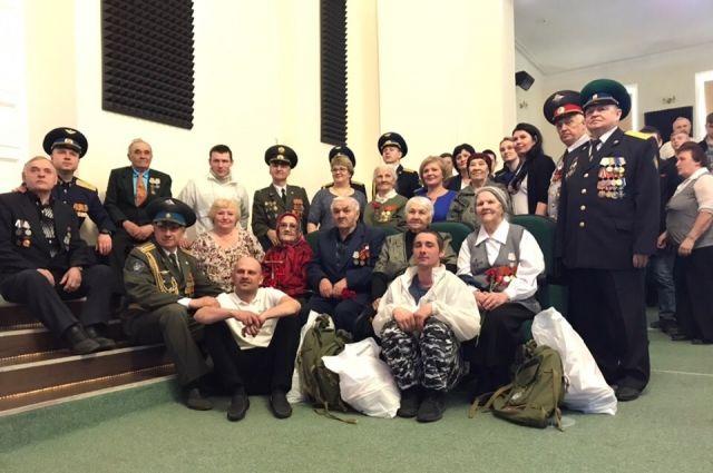 По традиции фото на память с ветеранами.