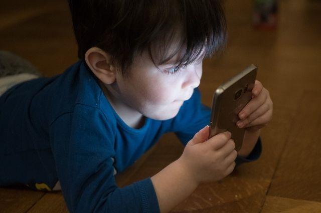 В ВОЗ призвали ограничивать использование гаджетов детьми