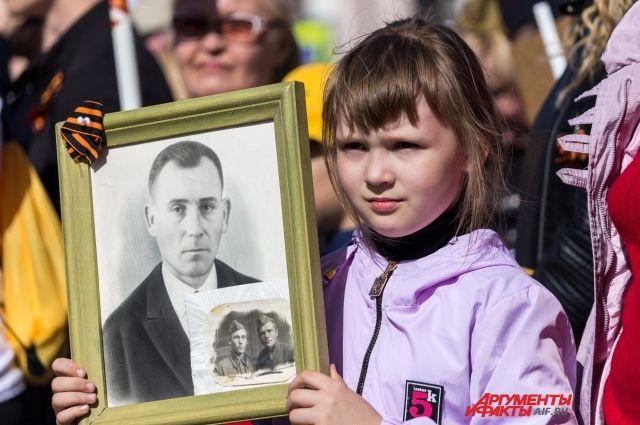 """Распечатать фотографию для акции """"Бессмертного полка"""" можно 300 до 800 рублей."""