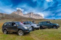 Туристы на внедорожниках преодолеют пять перевалов за пять дней.