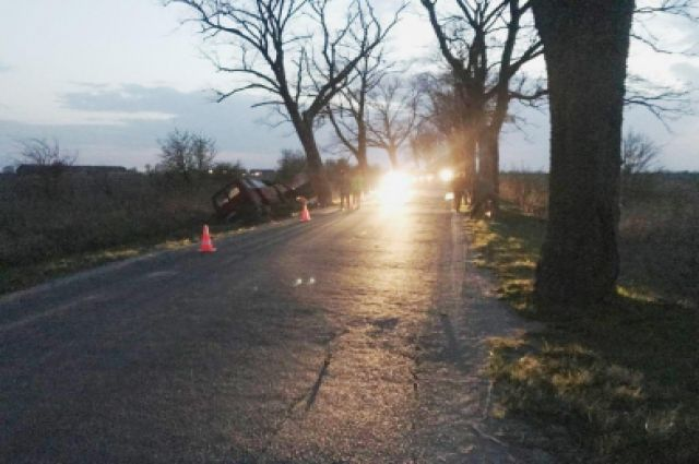 В Гурьевском районе при столкновении с деревом погиб пассажир автомобиля