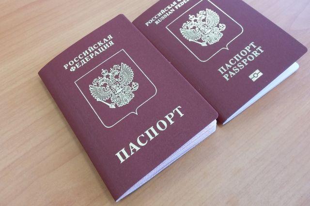 Паспорт старого образца (слева) и нового вам изготовят за один месяц, при условии, что у вас нет ограничений.