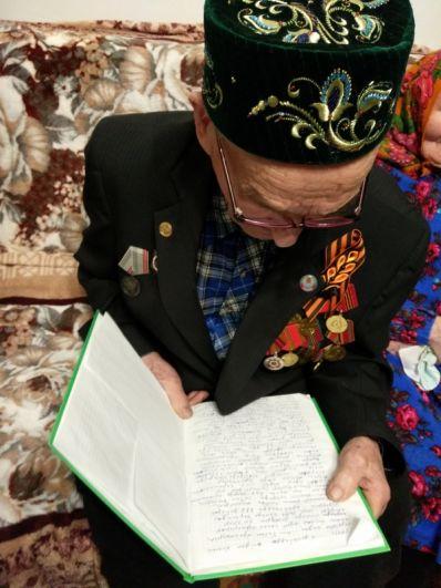 Свои воспоминания ветеран записал для детей.