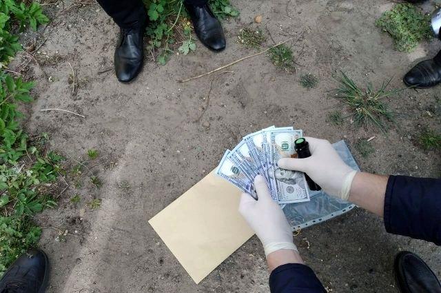 Во Львовской области задержали двух чиновников-коррупционеров