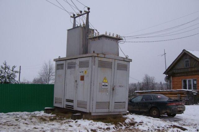 Мастер электросетей не проверил, что вход в трансформаторную подстанцию не был закрыт.