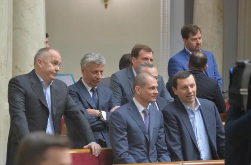 В Раде традиционно проходили стычки и споры с разными группами парламента