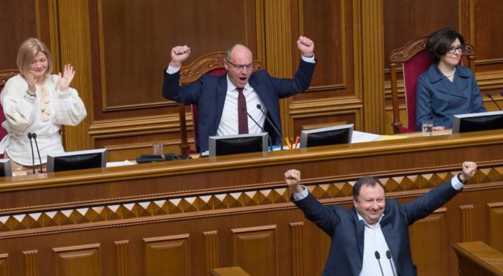 Днем, 25 апреля, в Верховной Раде было очень интересно - там разыгрался настоящий поединок за закон об украинском языке.