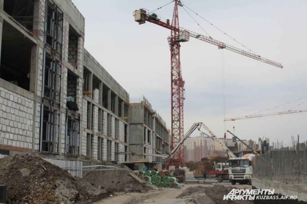 Училище в Кемерове возводится по типовому проекту, однако, учитываются климатические особенности.