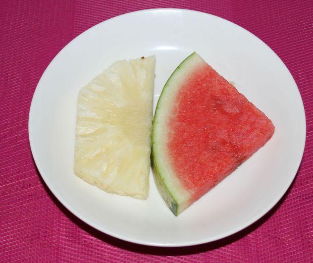 Фруктовый салат на завтрак.