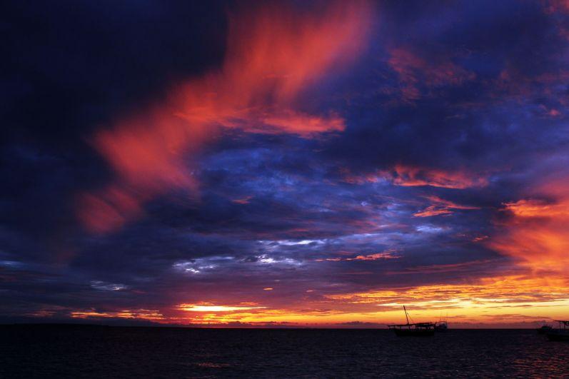 Удивительные закаты Занзибара.