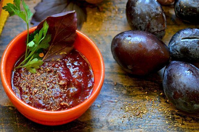Осетинский соус туаг готовят из спелых слив.