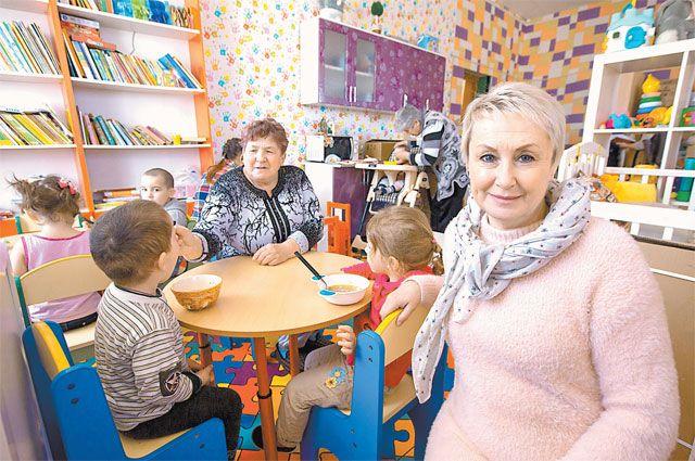 Чтобы прокормить маленьких мам, Арина выучилась на «шоколадную фею». Пока она «зефирит», в «Домике» растут малыши. Есть жизнь. И свет. И смысл.