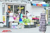 Покупать овощи и фрукты на улице опасно.